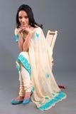 dräkt broderade indiska s-kvinnor Royaltyfri Foto