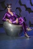 Dräkt för fantasi för ung kvinna violett royaltyfria foton