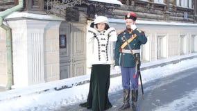 Dräkten av kejsaren av Ryssland Nicholas II Kejsare- och kurtisanstag nära museet Kejsare- och kurtisanmöte arkivfilmer