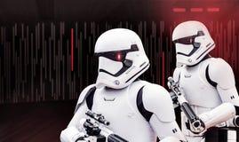 Dräkter för Star Wars stormmilitärpoliser royaltyfri foto