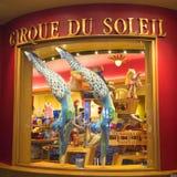 Dräkter som planläggs för nolla, visar vid Cirque du Soleil på skärm på det Bellagio hotellet Arkivfoto