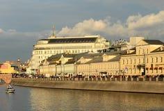 Dräneringkanalen konstruerades i 1783-1786 längs den centrala krökningen av den Moskva floden nära Kreml Royaltyfria Foton