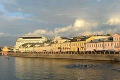 Dräneringkanalen konstruerades i 1783-1786 längs den centrala krökningen av den Moskva floden nära Kreml Royaltyfri Foto