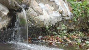 Dräneringrör för förlorat vatten stock video
