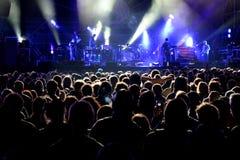 Drängen Sie sich (Fans) ein Konzert an Ton-Festival 2014 aufpassend Heinekens Primavera Stockfotografie