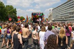 Drängen Sie sich im Stolz mit 2010 Homosexuellen in Paris Frankreich stockbild