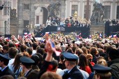 Drängen Sie sich in WarteBarack Obama Rede Prag- Lizenzfreie Stockfotografie