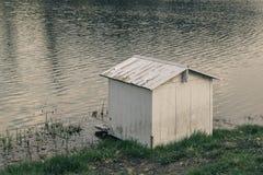Drób mieści dla kaczek na jeziorze obraz royalty free