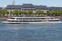 DRÖM för utfärdfartygFLOD på flodRhen Arkivbild