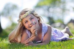 dröm- flickasommar Fotografering för Bildbyråer