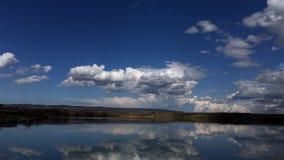 Dröm- moln på den blåa himlen, timelapselandskap stock video