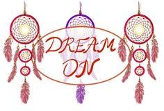 DRÖM PÅ bokstäver och dreamcatchers Hand tecknad vektorillustration Magentafärgade och purpurfärgade dröm- stoppare royaltyfri illustrationer