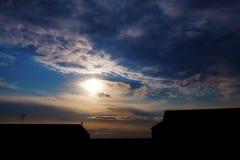 Drömlik förorts- solnedgång Arkivbild