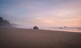Drömlik fridsam solnedgång Arkivbild