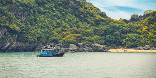 Drömlik seascape med det autentiska träfartyget Royaltyfria Foton