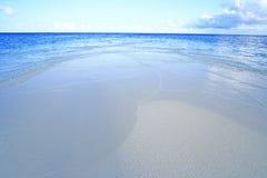 Drömlik strand Maldiverna Royaltyfri Foto