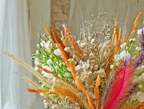 Drömlik torkad blommabukett royaltyfri fotografi