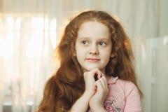 Drömma eller en be liten flicka Arkivbilder