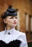 Drömma iklädd retro victorianstil för kvinna Royaltyfri Bild