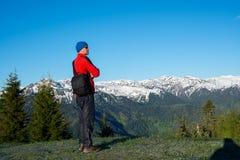 Drömma lycksökaren, står fotografen på berget sl arkivbilder