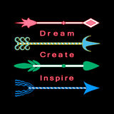 Drömma, skapa, inspirera uppsättningen för pilar för Motivational ord för begreppsinspirationcitationstecknet den färgrika stam- Royaltyfria Bilder