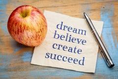 Drömma, tro, skapa, lyckas - servettbegreppet Royaltyfri Bild