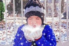 Drömmar av magisk snö royaltyfria foton