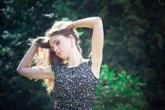 Drömmar för ung kvinna royaltyfri fotografi