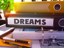 Drömmar på svart kontorsmapp tonad bild Arkivfoton