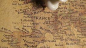 Drücken Sie den Stift, der in Paris, Frankreich zeigt stock footage