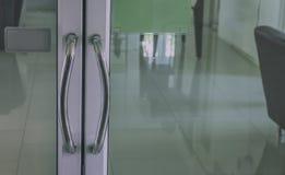 Drücken Sie Glastürbüromorgen Lizenzfreies Stockbild