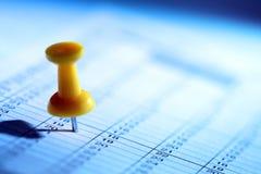 Drücken Sie Stift im Kalender Lizenzfreies Stockbild