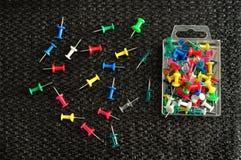 Drücken Sie Stifte in einem Behälter Stockfoto