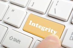 Drücken von Integritätstaste auf Tastatur Lizenzfreie Stockfotografie