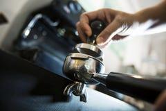 Drückt Kaffee zusammen Lizenzfreies Stockfoto