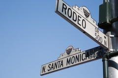 Dr. de rodéo et signes de blvd de Santa Monica, LA Photographie stock libre de droits