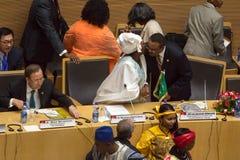 Dr. Nkosazana Dlamini-Zuma hälsar premiärministern av Ethopia Arkivfoton