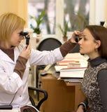 Oftalmologa pacjent & lekarka Zdjęcie Stock