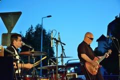 Dr. Pickup-het spelen in Vic Sur Cere 15 Juli 2014 Royalty-vrije Stock Afbeelding