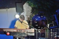 Dr Pickup som spelar på Vic Sur Cere 15 Juli 2014 Fotografering för Bildbyråer