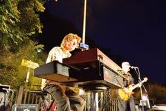 Dr Pickup som spelar på Vic Sur Cere 15 Juli 2014 Arkivfoton