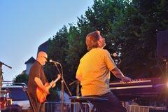 Dr Pickup som spelar på Vic Sur Cere 15 Juli 2014 Arkivbilder