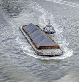 Dra fartyget Arkivfoto