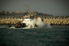 Dra fartyget Royaltyfri Foto