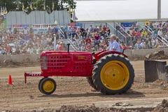 Dra Massey Harris superför 101 traktor Royaltyfria Bilder