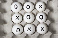 Dra på ägg - muskelryckning-TAC-tå lek royaltyfria foton