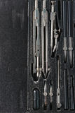 Dra som är fastställt i svart ask Royaltyfri Bild