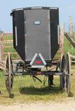 Dra tillbaka av den Amish barnvagnen Arkivbilder