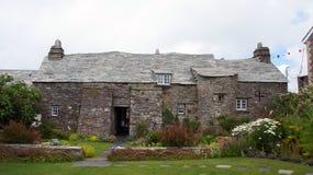 Dra tillbaka av den gamla stolpen Ofiice i Tintagel Arkivfoton