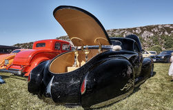Dra tillbaka av den klassiska bilen i svart Fotografering för Bildbyråer